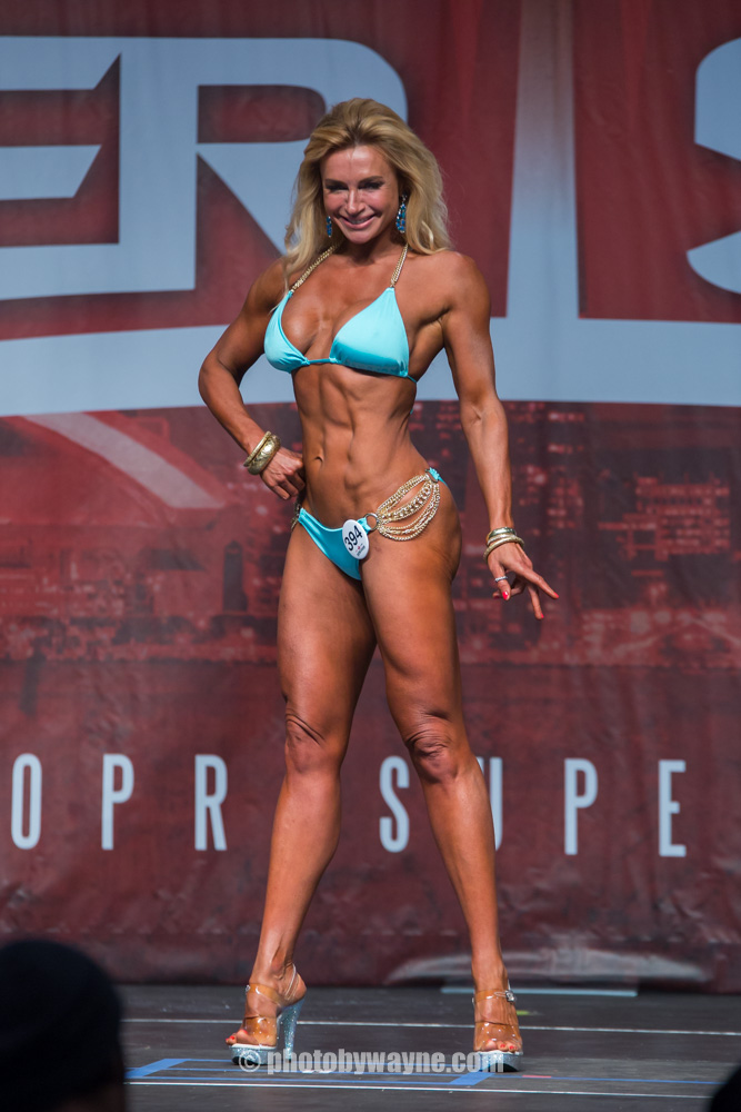 17-toronto-pro-supershow-female-body-builder-competition.jpg