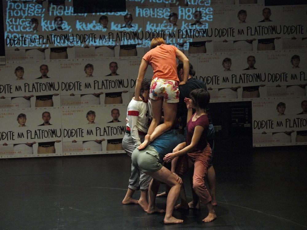 Ovo je predstava za sedam izvođača i publiku, Prostor plus, foto: Maja Kljaja, 2011