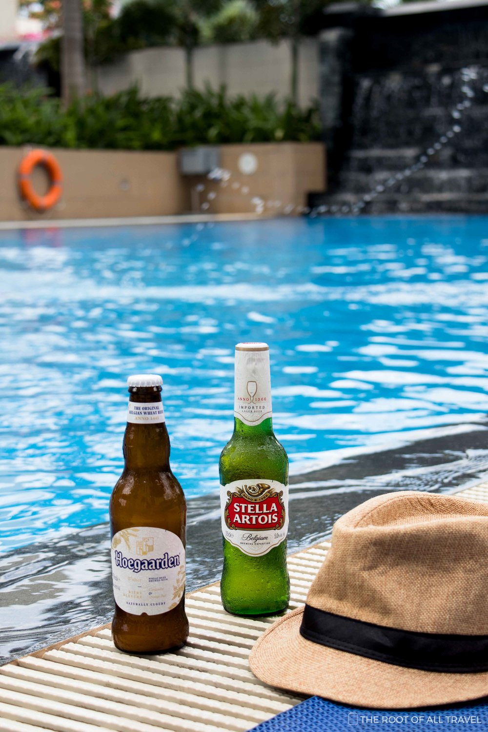 Take an afternoon dip or grab a cold drink.