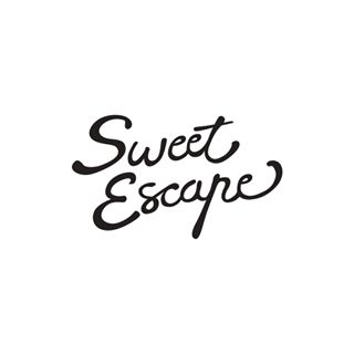 SweetEscape photo session - Finally, the fashion-forward ladies and dapper gentlemen love some photo shoot, don't they? It would be an extremely thoughtful gift to book them a photo session on their next trip. SweetEscape provides the best holiday photo session and you can get USD 50 discount and 30 extra photos if you use the promo code THEROOTOFALLTRAVEL at checkout. Read about my SweetEscape experience here.