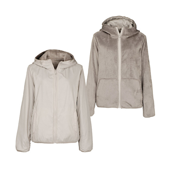 Reversible parka - Whatever the climate on the destination may be, lightweight reversible parkas are easy to pack, versatile and at the same time comfortable. And these parkas from Uniqlo also sport a casual, laid back feel.