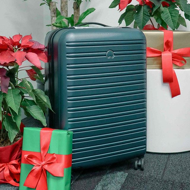 Still looking for the perfect Christmas present? How about this sleek and functional Segur luggage by Delsey? Check out my latest blog post for more on this top-selling suitcase. * Also, today's your last chance to score this Segur luggage with The Root of All Presents brought to you by Delsey Philippines. Link in bio!