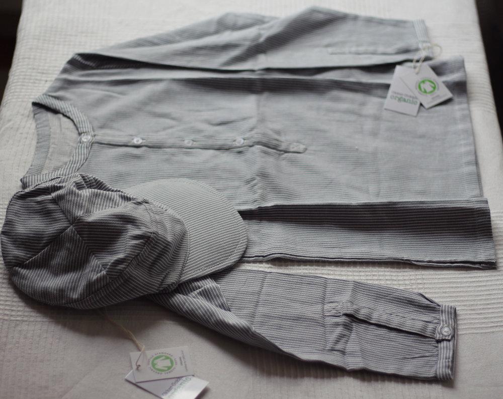 Emilskjorta  med  keps  i 100% ekologisk bomull