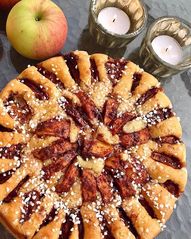 Glutenfri sockerkaka med äppelbitar av  @glutenfriamatilda