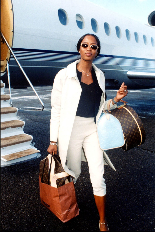 02-supermodel-airport.jpg