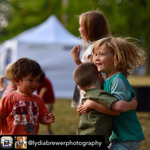 Repost from @lydiabrewerphotography - Kids @magnoliasummerfest #seattle #seattlesummer #magnolia #magnoliaseattle #seafair #seafair2017 #kidsofinstagram #magnoliavillage