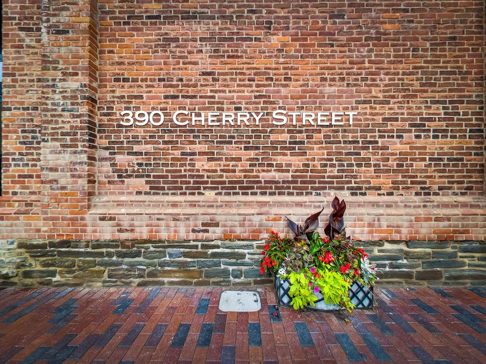 1010-390 Cherry St.