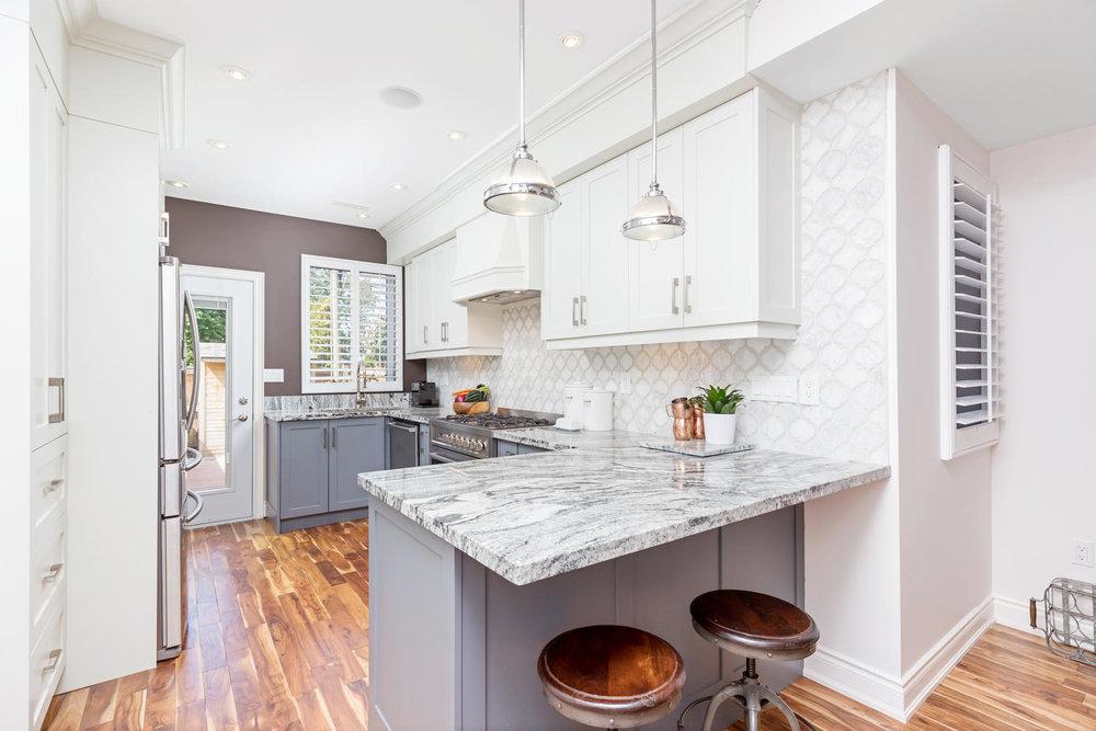 106 Curzon St Toronto ON M4M-large-012-11-Kitchen-1500x1000-72dpi.jpg