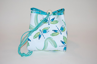 Perfect Project Bag: Need a quick gift? This sews up in just a few hours. Perfect for knitting, crochet, embroidery or any hand stitching project. It makes a cute gift bag too! Once you make one, you'll want to make many!