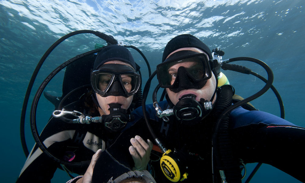Mel & Ken take that underwater selfie.