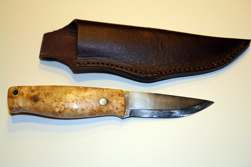 Enzo also makes a sheath that fits this knive.