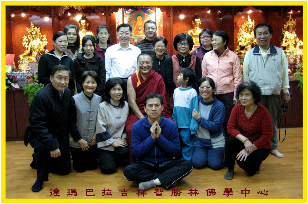 "2009年佛像開光典禮師徒合照 Master and the followers at the ""Introducing the Light"" ceremony in 2009"