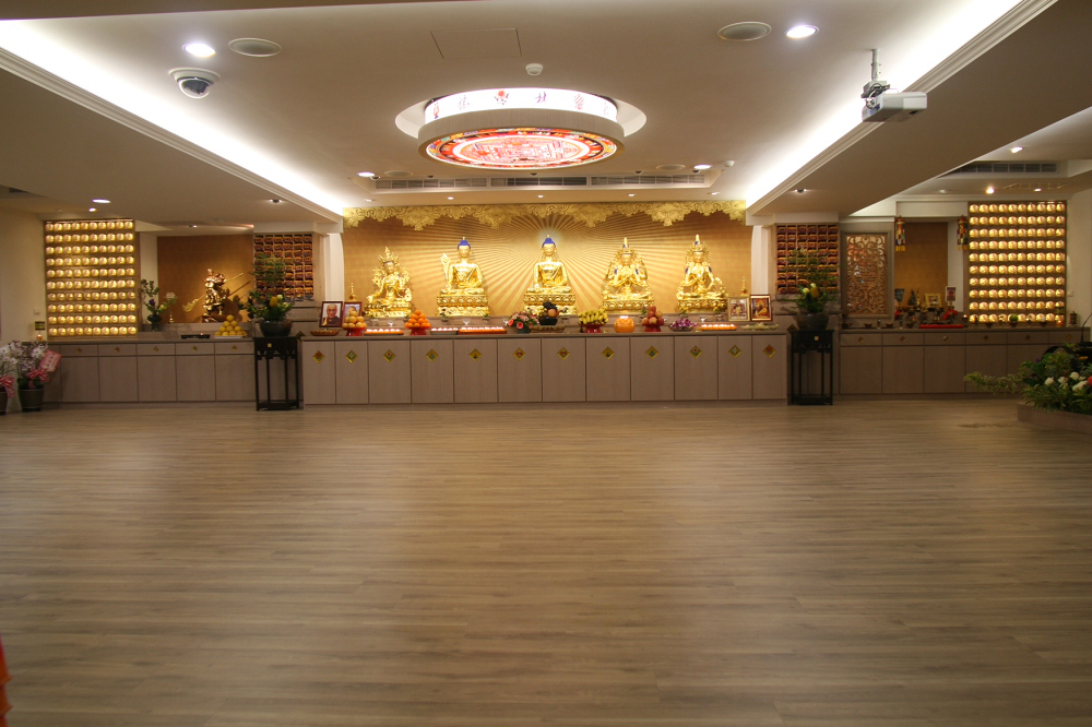 佛光普照  佛堂莊嚴 Buddha enlightenment at the solemn Buddha hall