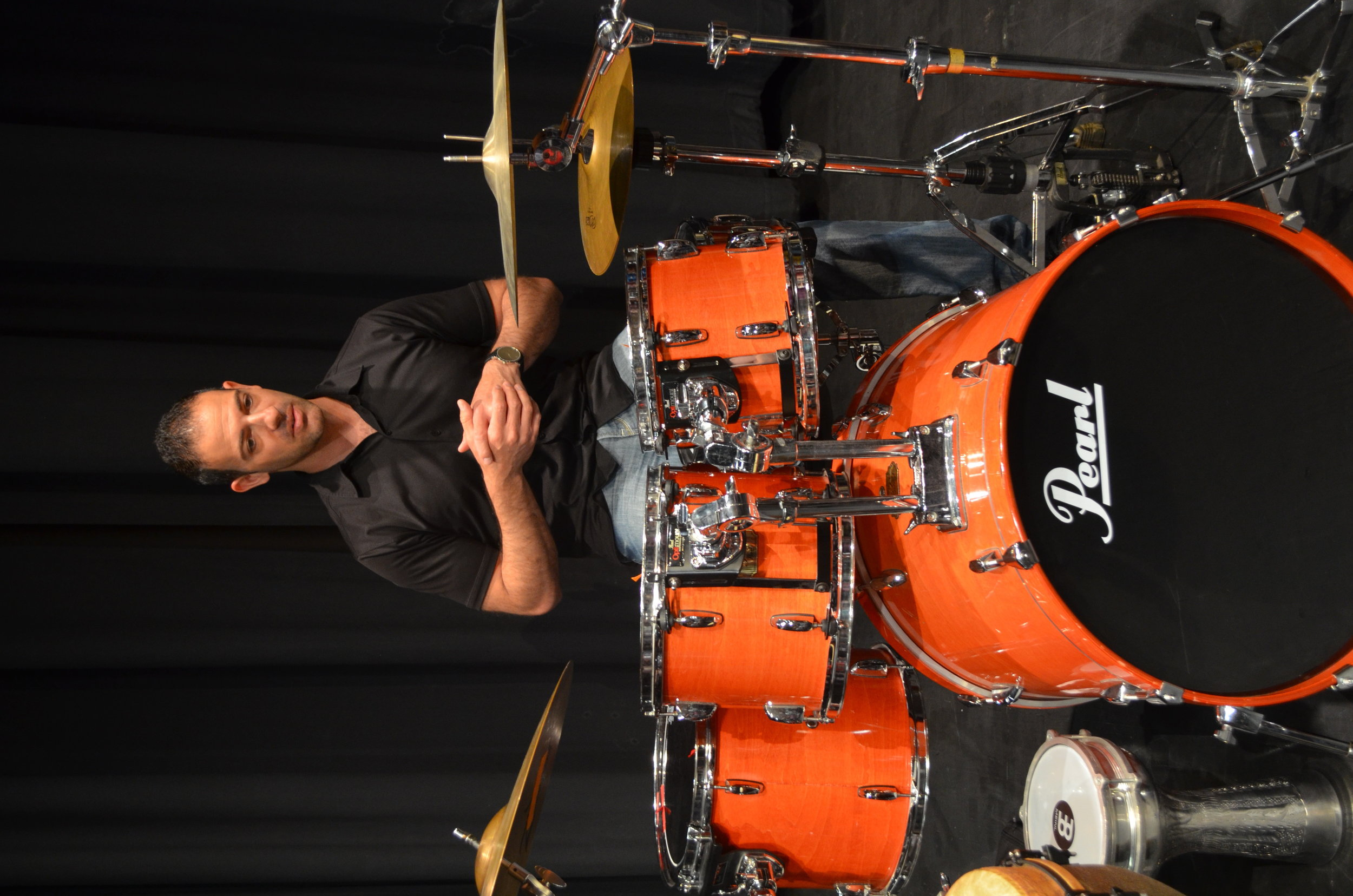 Steve Moretti giving a demonstration on rhythm