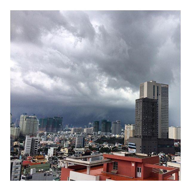 🤦🏼♀️☔️☔️☔️#rainysaigon #saigon #hochiminhcity #vietnam #rainyseason #cityviews #travel #storm #thunder #lightning