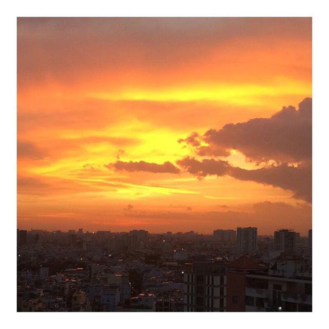 Beautiful 🌅#Saigon #sunset #citysunset #travel #traveling #hochiminhcity #vietnam