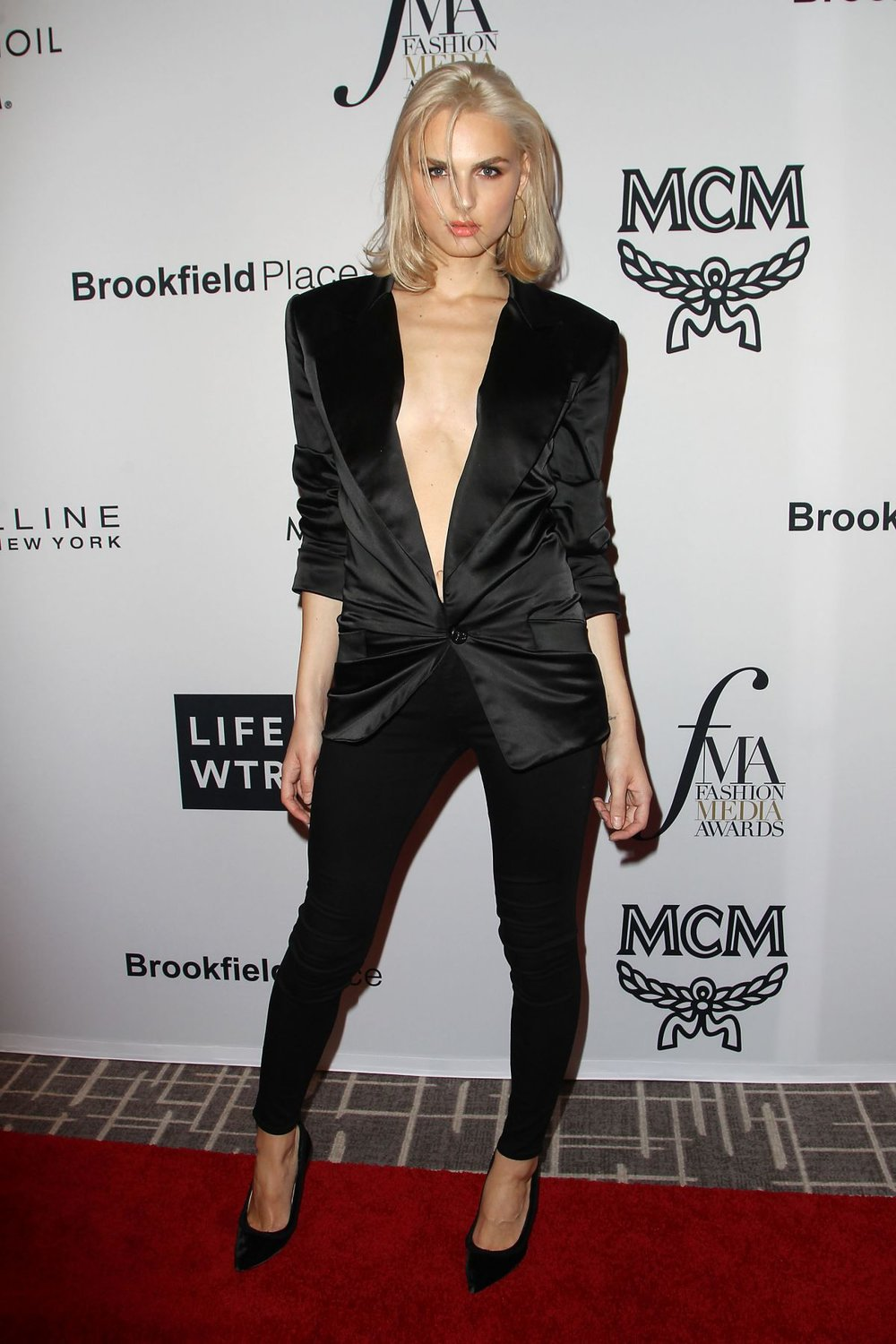 andreja-pejic-at-daily-front-row-fashion-awards-held-at-the-four-seasons-hotel-during-new-york-fashion-week-_2.jpg