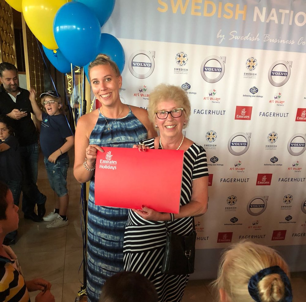 Inger Olsson was the lucky winner of the Emirates holiday to Sri Lanka. Here together with Stephanie Kristensen, Emirates Sales Support Manager.