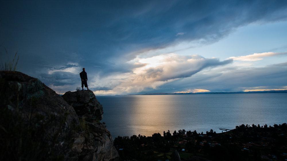 Lake Titicaca, Peru 2014.Kaksi vuotta Nigerian reissun jälkeen toteutin yhden suurista unelmistani.Otin vuoden vapaata, laitoin repun selkään ja matkustelin ympäri maailmaa.