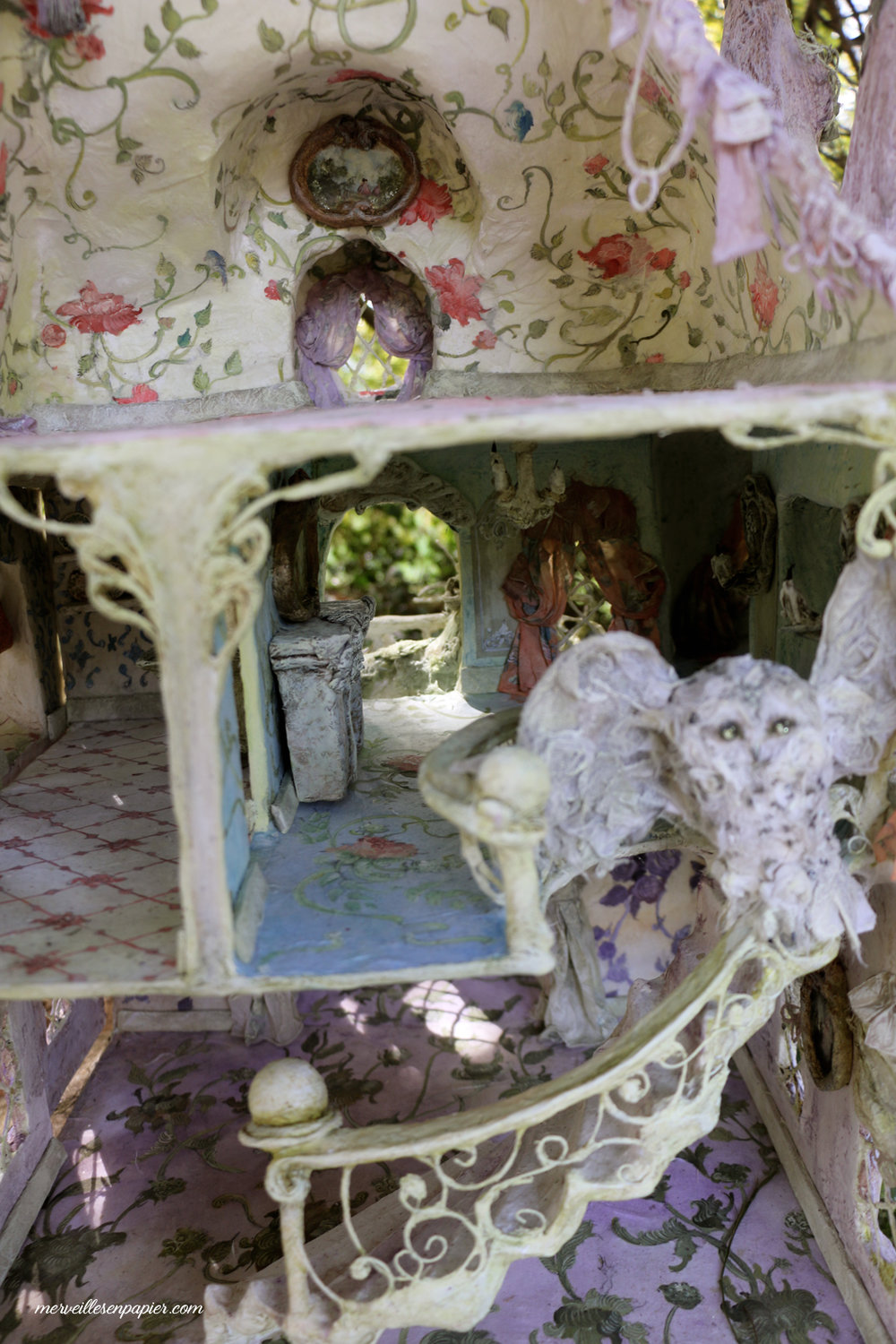 miss-havisham's-dollhouse-inside.jpg
