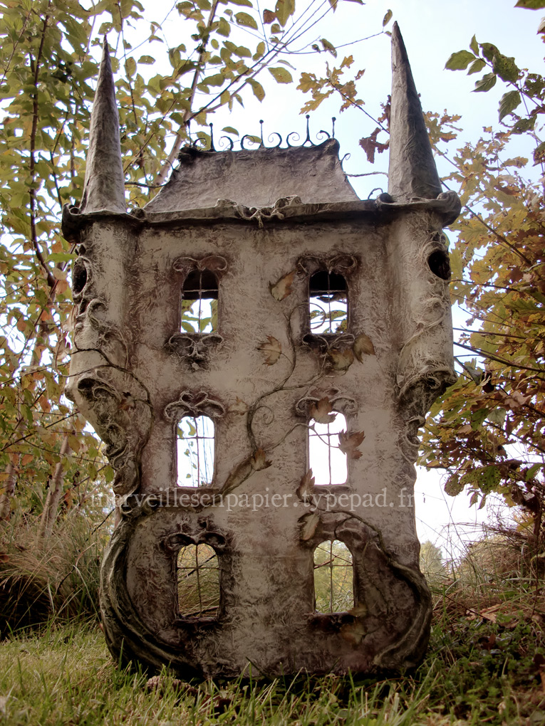 The Haunted Dollhouse — Merveilles en Papier