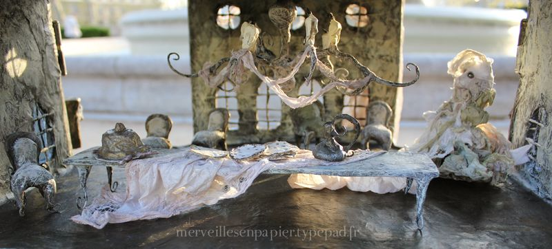 white cat dollhouse  17.jpg