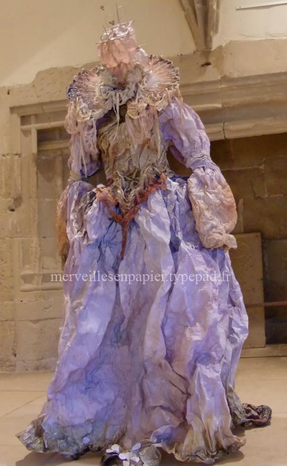 robe en papier chateau de tournon4.jpg