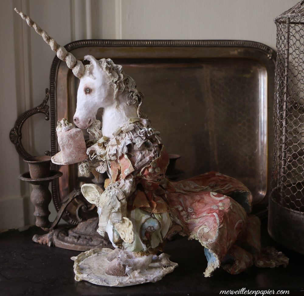 Unicorn and the lion -through the looking glass