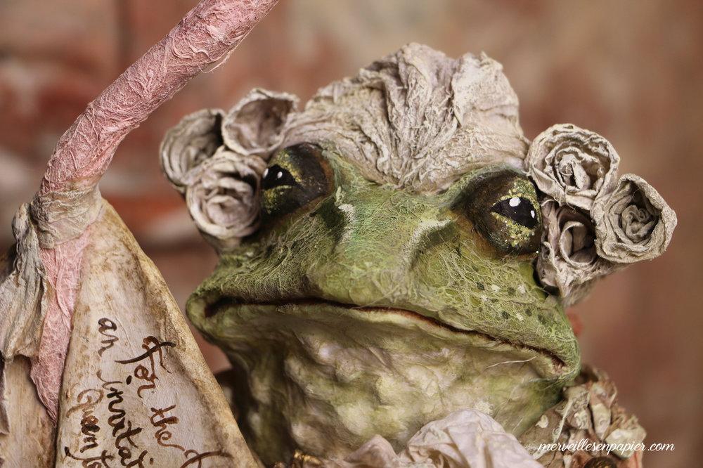frog footman detail