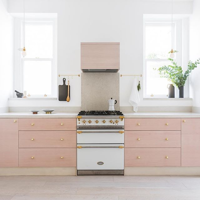The beautiful kitchen @dominolocationhouse #dominolocationhouse #locationhouse #photoshoot #interiordesign #interiors #brass #concrete 📸by @oli_douglas Styling and Design by @harrietlorainesmith
