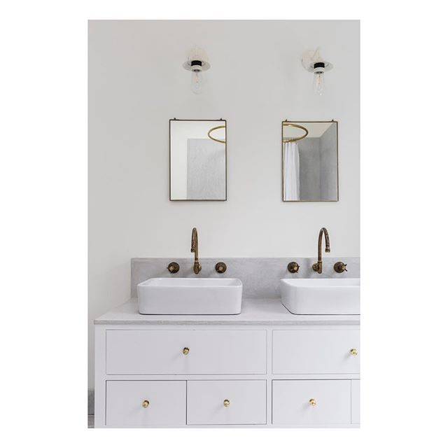A detail of one of the beautiful bathrooms @dominolocationhouse #dominolocationhouse #interiors #locationshooting #brass #tadelakt #nofilter 📸 by @oli_douglas Design/Styling by @harrietlorainesmith