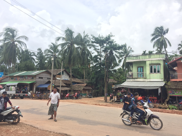 The main road running through Pa Thaung