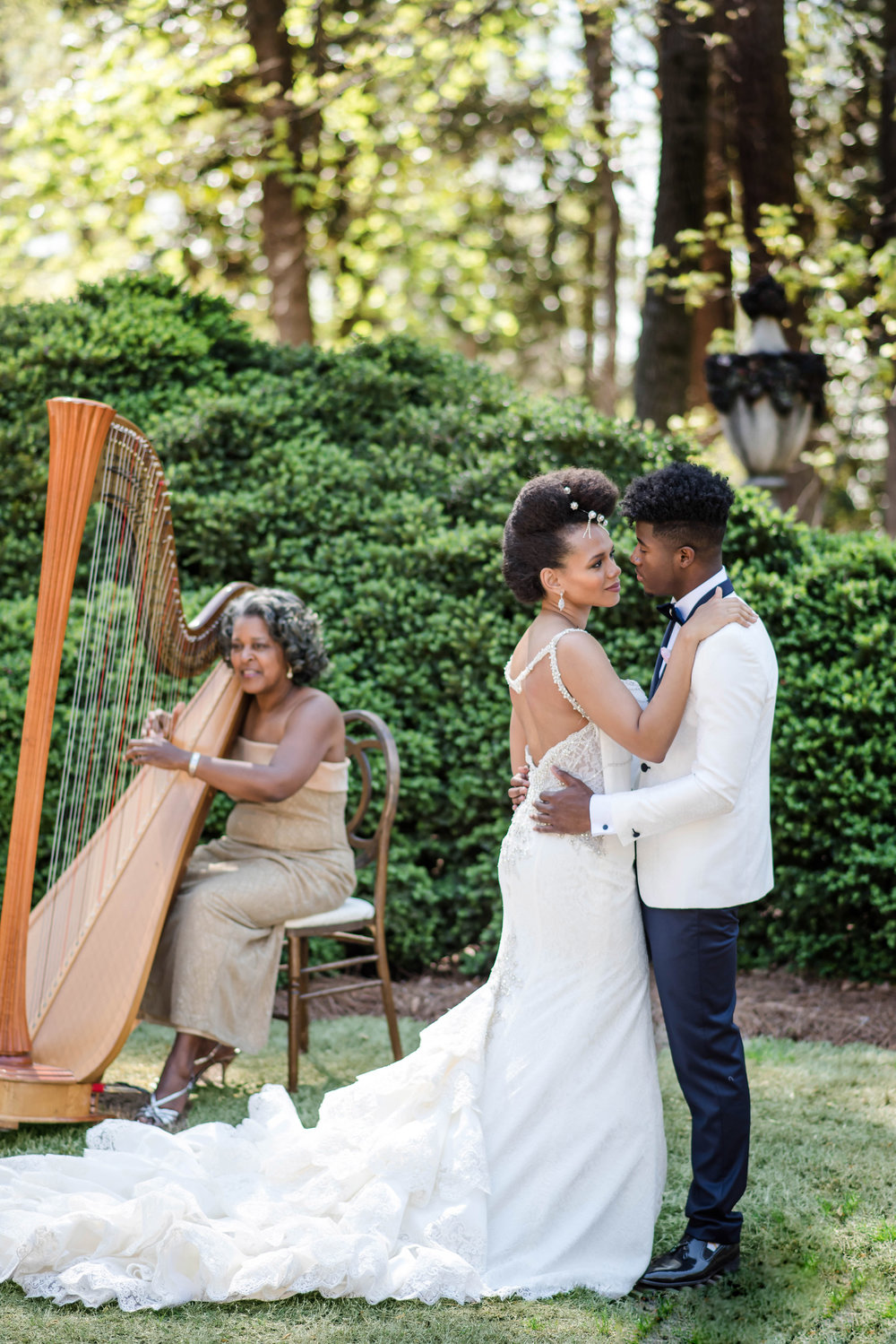 harpist-and-couple