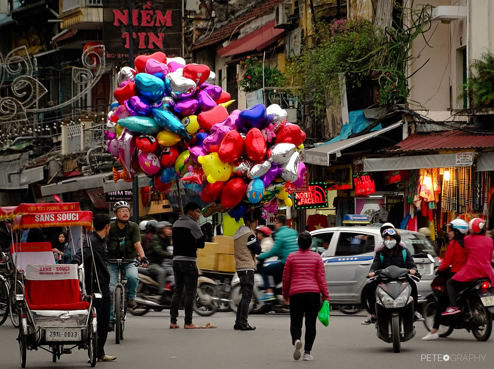 BALOONS IN HANOY