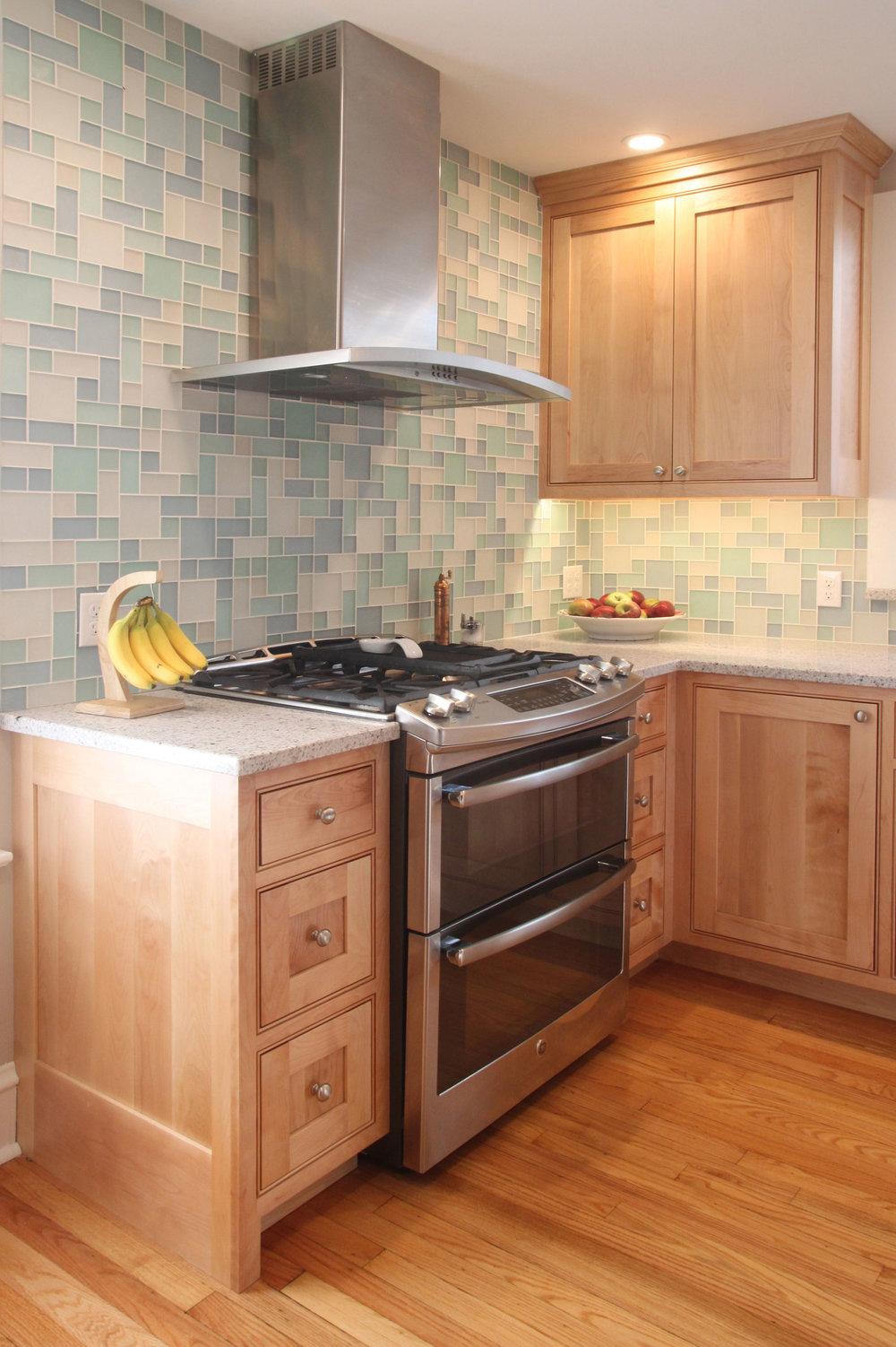 Glass tile brightens kitchen