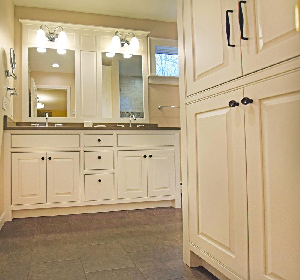 White-bath-cabinets.jpg