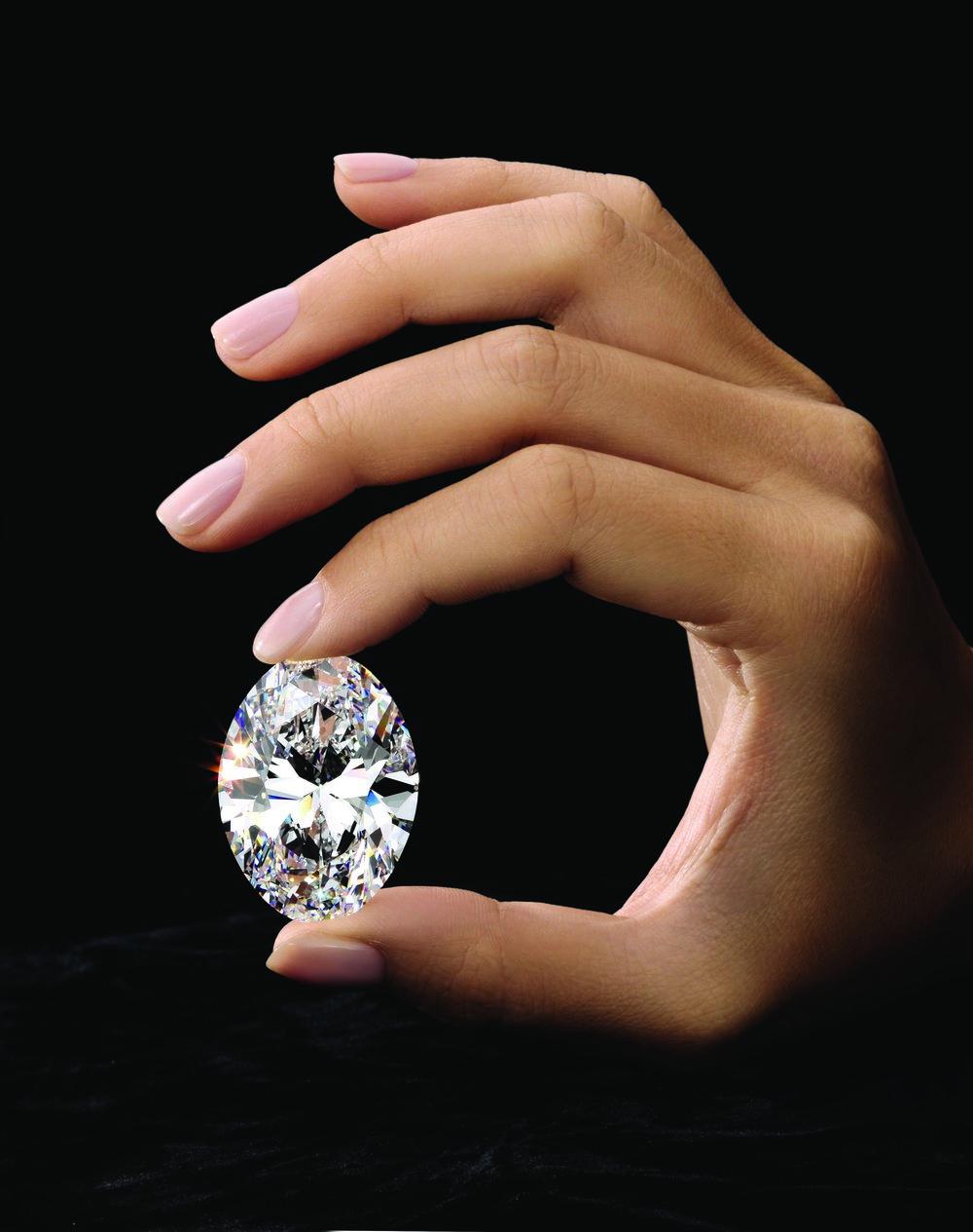 Sotheby's_The_Spectacular_88.22-Carat_Oval_Diamond_225HK0863.jpg_cmyk.jpg