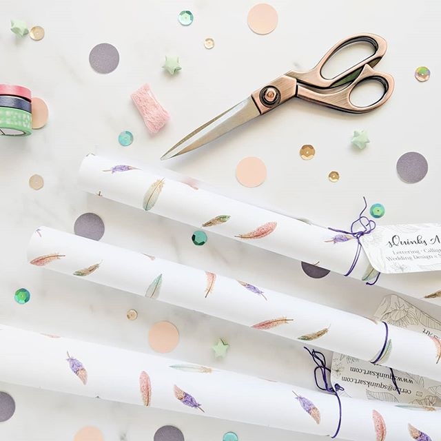 Shannon @shannonleedesignco reminded me that it's #FancyFeatherFriday ! 🦚  I'm having a ridiculous morning with no time to paint but Sunday's post will feature some feathers. So for now, here's some boho feather wrapping paper for you. Gift wrap is still flying off the shelves even after Christmas and I'm definitely not complaining. I'll have a restock and new Valentine's Day themed paper next week but until then, it's not too early to stock up on existing designs so you're prepared for weddings and birthdays! . . . . . #wrappingpaper #giftwrap #gift #wrap #presents #feathers #bohowedding #weddinggift #weddinggift #bohofeathers #giftstyke #surfacepatterndesign #surfacedesign #washitape #flatlaygoals #etsyseller #etsy #etsyweddings #etsyfinds #funfinds #stationery #etsyfeature #etsymagazine #friyay #feathers #birdlove #springwedding #bohopattern #boho