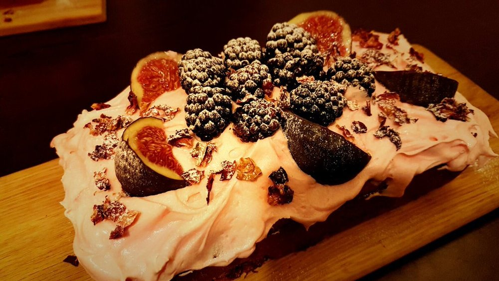 Pistachio, rose, fig and blackberry cake -