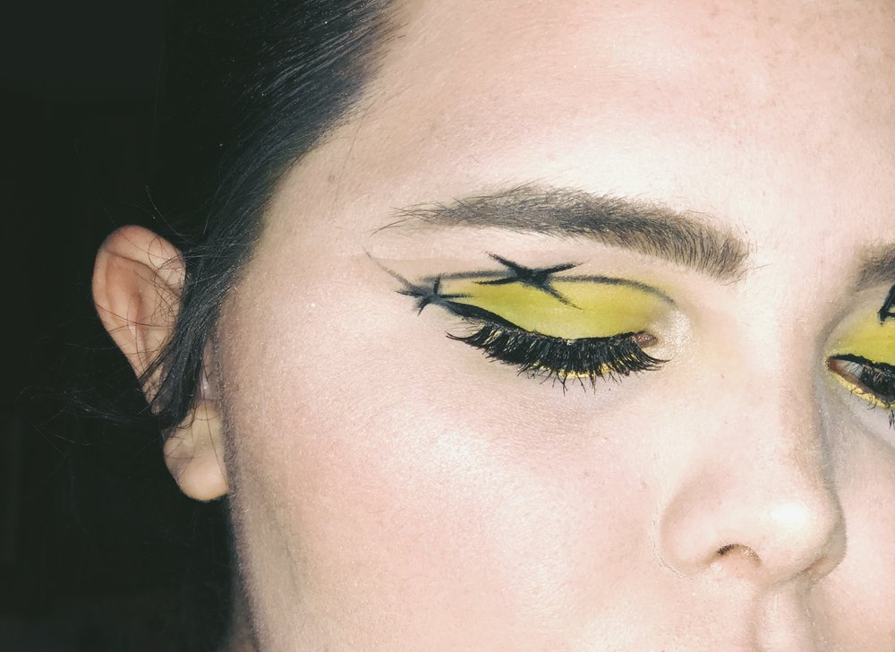 This look was inspired by Post Malones Album Beerbongs and Bentleys. The yellow coloring with the barbed wire is part of the Album Cover Art.