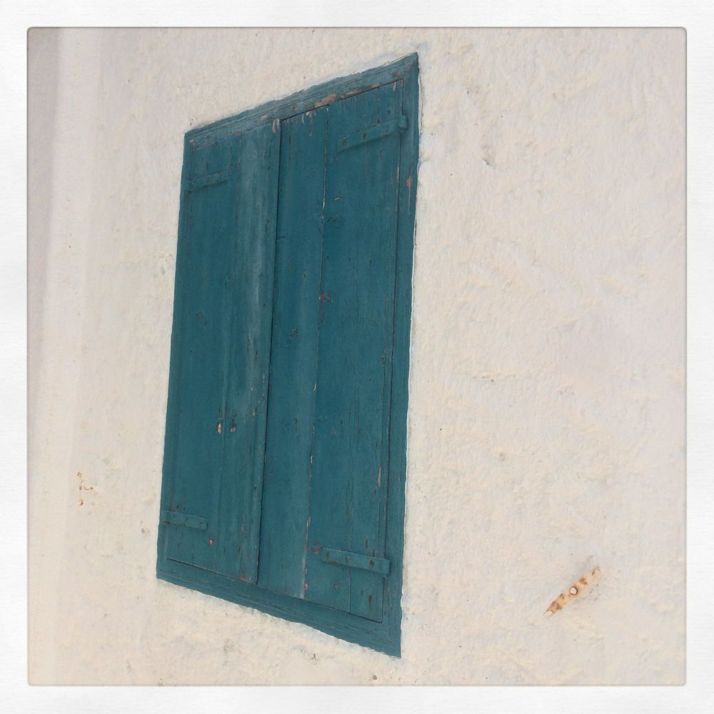 Turquoise door in Greece, credit Kirsten Akens 2016