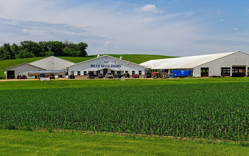 Blue Hyll Dairy is located outside of Clinton, Iowa. It recently completed a $6.5 million expansion featuring a cross-vent barn.