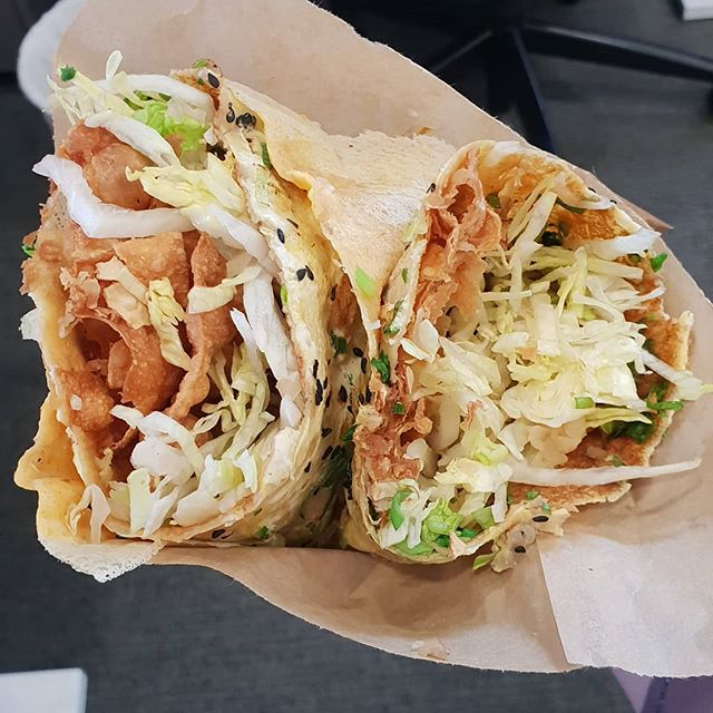 Chinese crepe. Egg, lettuce, crispy pastry and spring Union on a thin piece of pastry. #vegeterian #newfoodstalls  #aucklandmarket #aucklandmarkets #auckland #aucklandevents #WesleyMarket #puketapapalocalboard #puketapapa #mtroskill #sandringhamroad #sandringham#foodpost #foodphoto #foodpornoftheday #foodporn #foodphotographer #foodpost #foodphoto #foodporn #foodphotography #foodpornoftheday #foodpornography #foodpost #foodprep #foodporno #foodpornoblog #foodphoto #foodphotooftheday #foodphotographer #foodphotography #aucklandeats #孤独のグルメ
