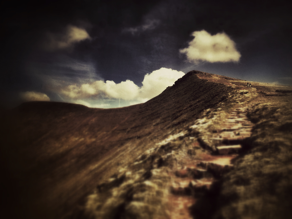The winding path up Corn Du.