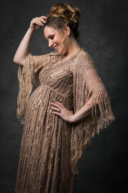nicole romanoff photography maternity posing.jpg