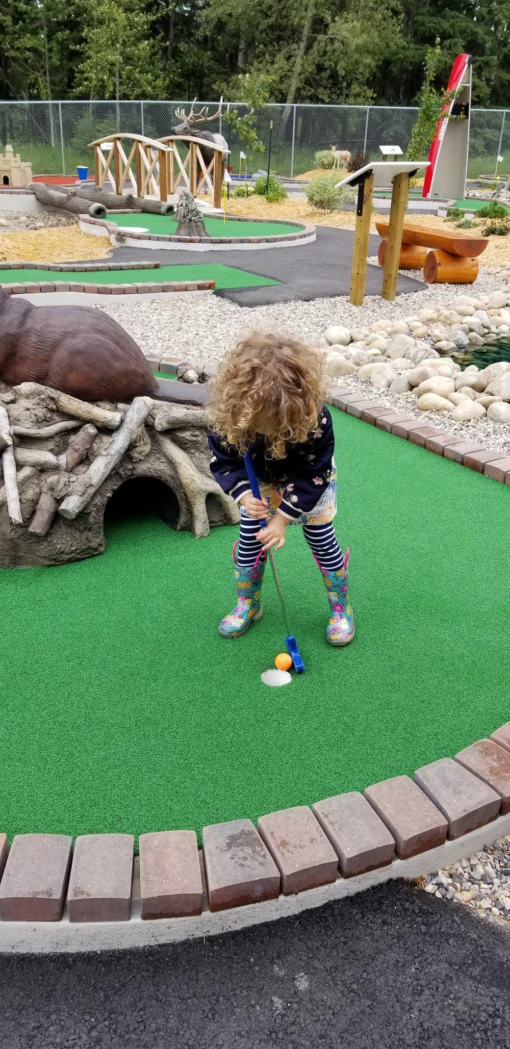 mini golf in waskesiu