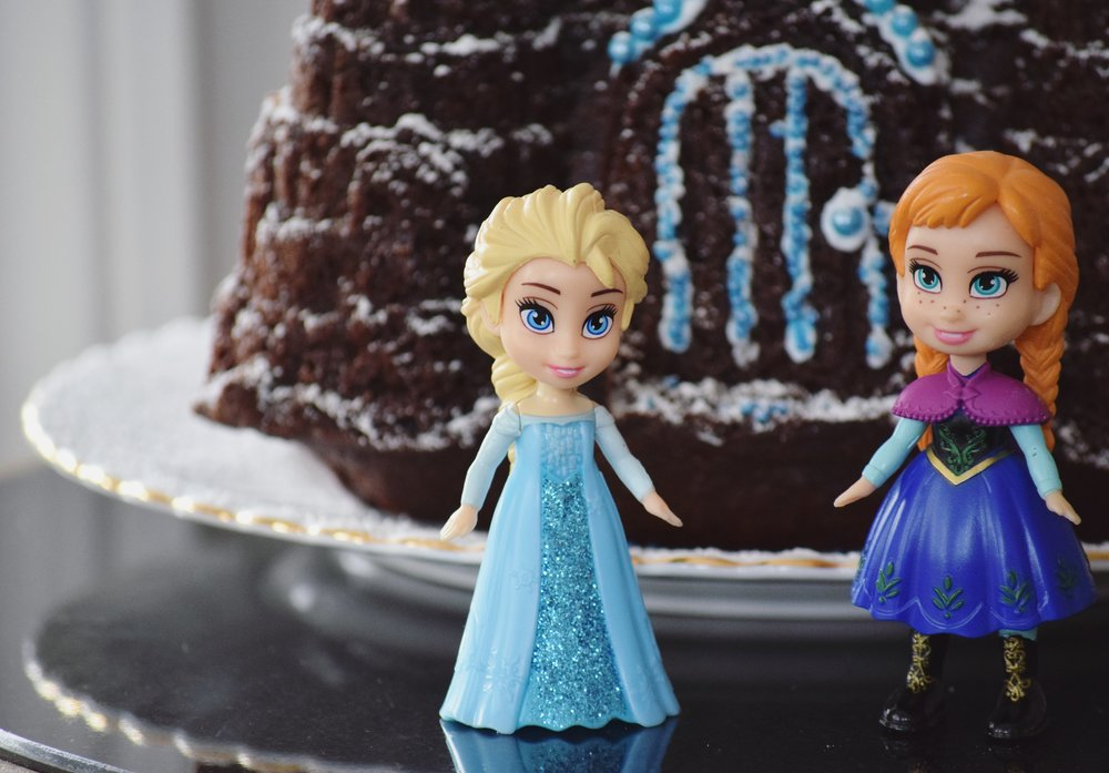 frozen birthday party cake decorating2.jpg