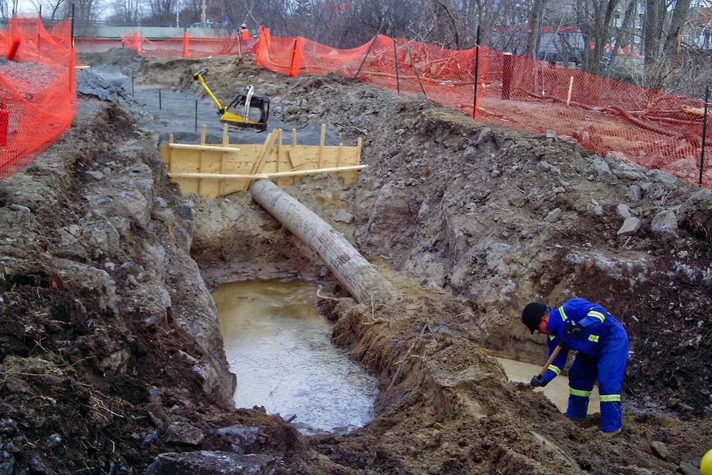 Réhabilitation environnementale réalisée en situation d'urgence à la suite d'une fuite d'oléoduc en bordure de la rivière des Prairies à Laval