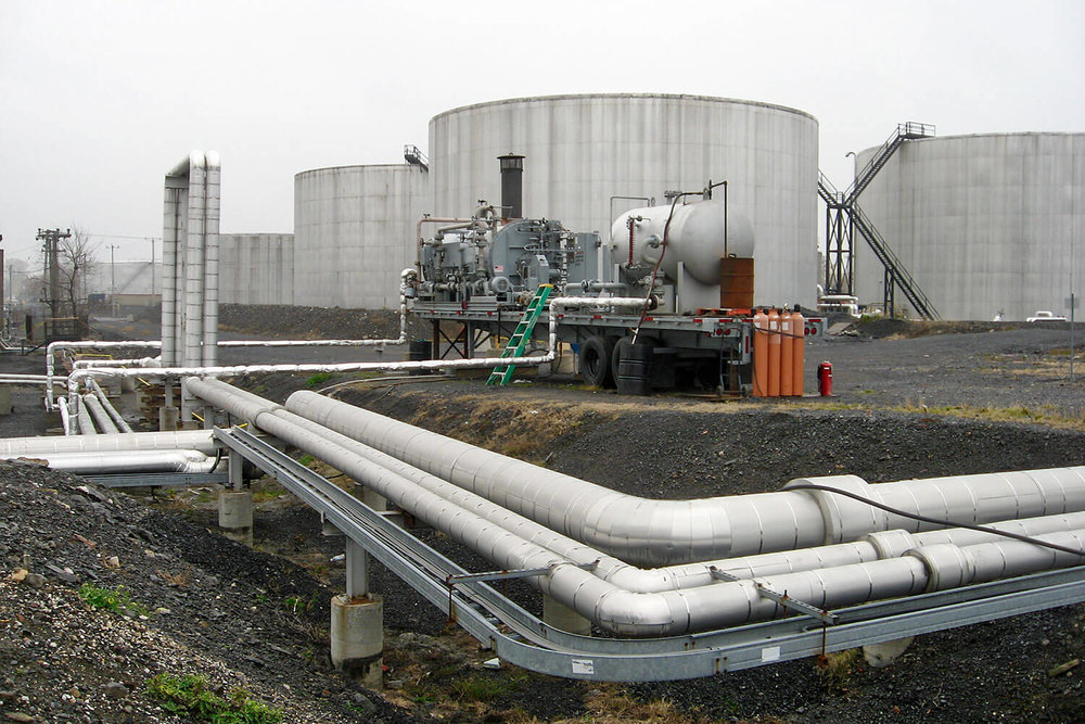 Verification of environmental compliance of an oil terminal in Montréal-Est.