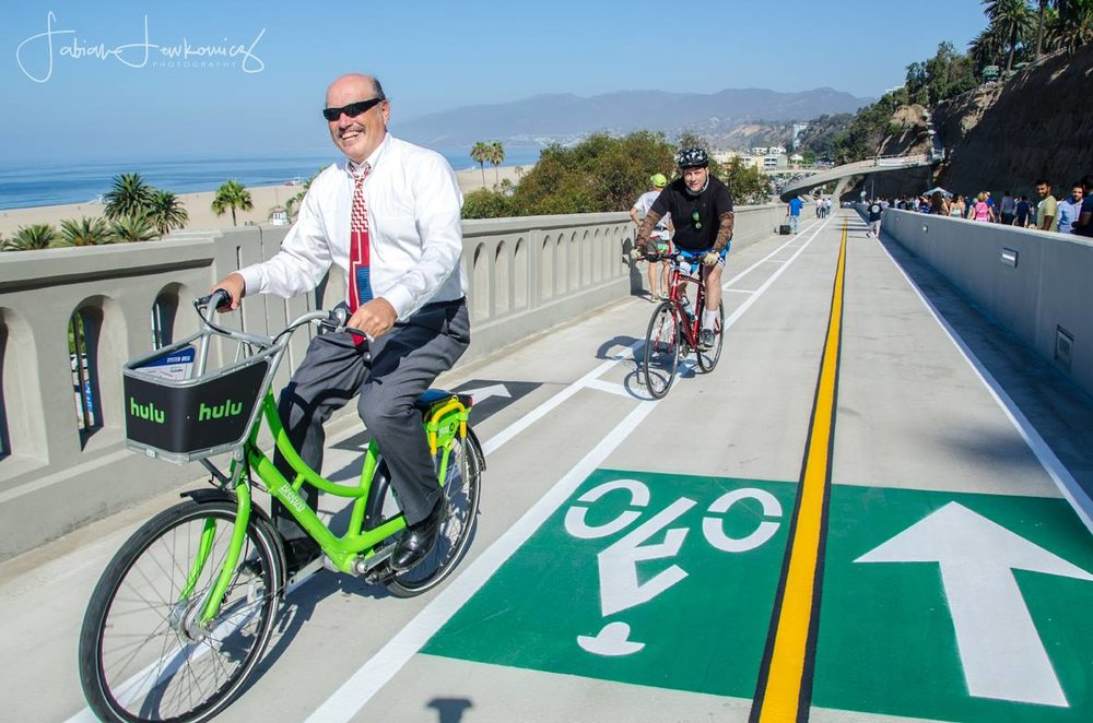 Mayor Tony Vazquez riding up the new California Incline
